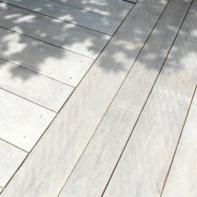 Sichtbare Terrassenbefestigung