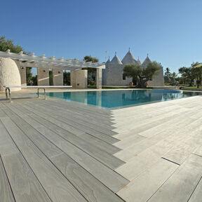 Pool edges made of Accoya
