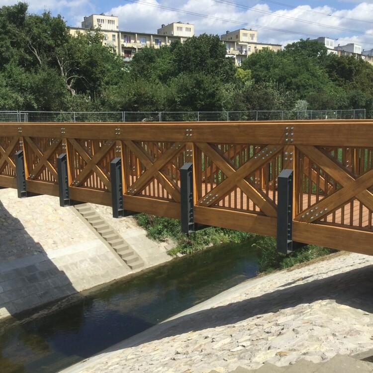 Accoya Holz, Brücke